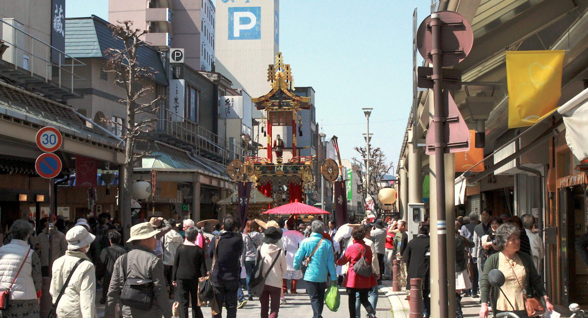 春の商店街