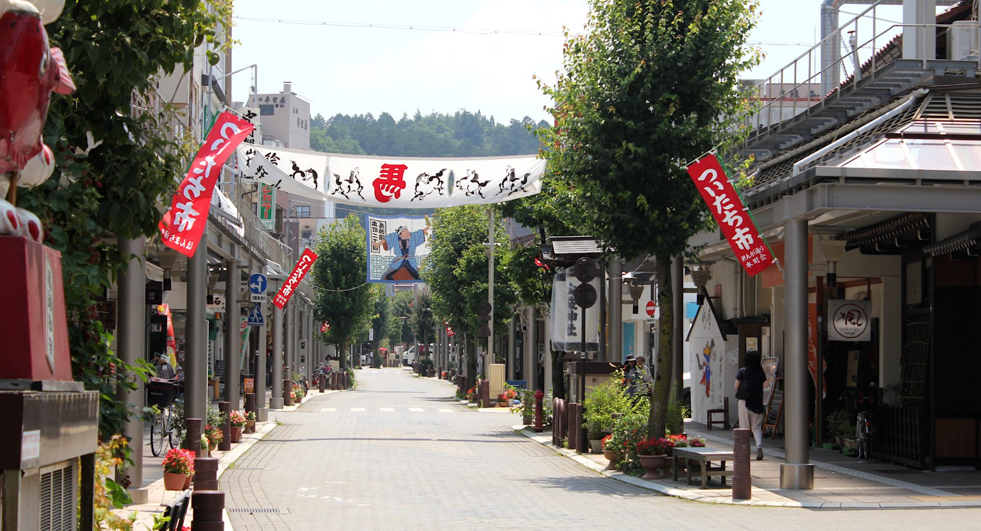 夏の商店街と絵馬市